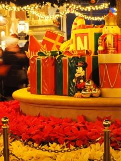 東京ディズニーランド クリスマスツリー 下