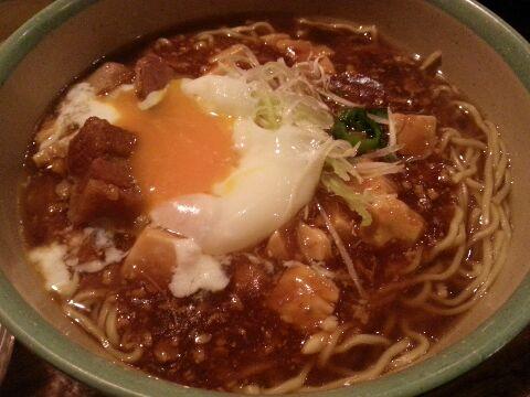 ボイジャーセット_チャイナボイジャー_豚角煮とマーボー豆腐のあんかけ麺_温泉玉子割