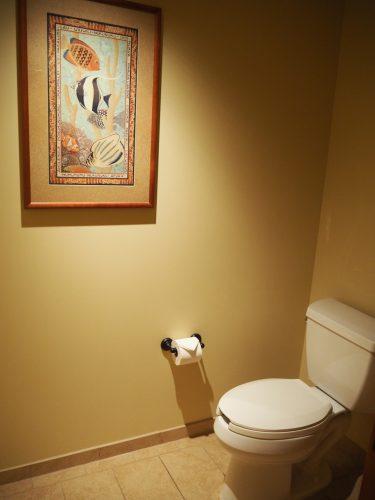 アウラニ デラックス・スタジオ・ルーム トイレ