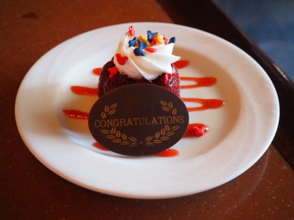 アウラニ マカヒキ 誕生日ケーキ