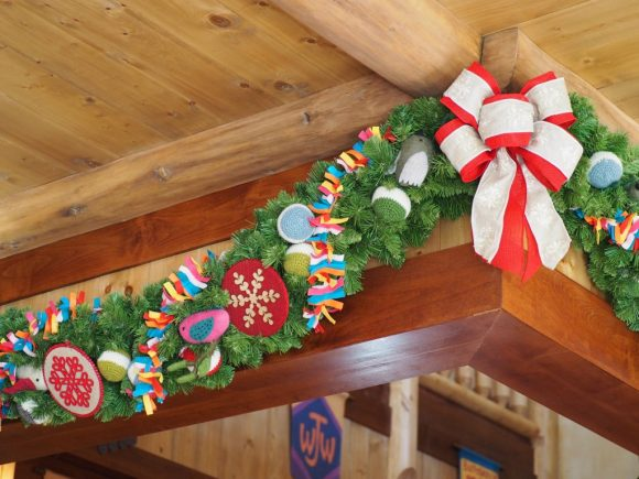 キャンプ・ウッドチャック・キッチン クリスマス 天井