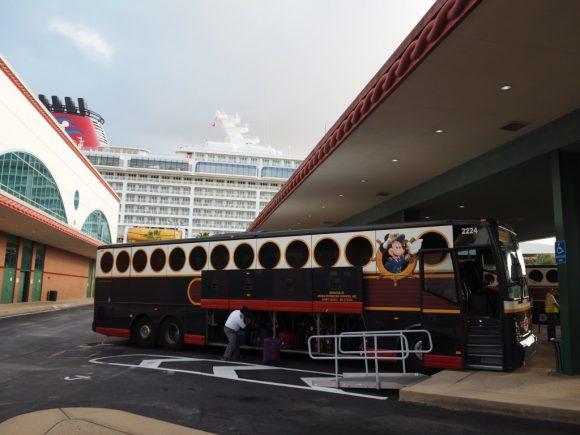 DCL 下船時のシャトルバス