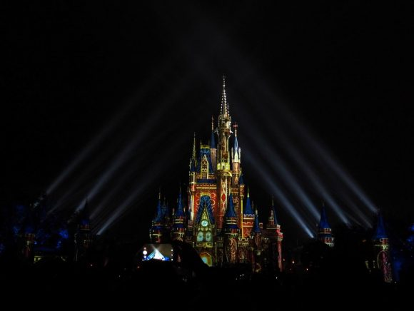 WDW Happily Ever After オープニング サーチライト