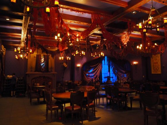 WDW Be Our Guest Restaurant ビーストの部屋