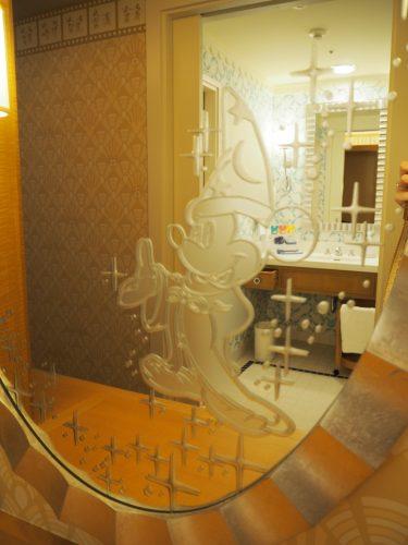 アンバサダーホテル 鏡のミッキー