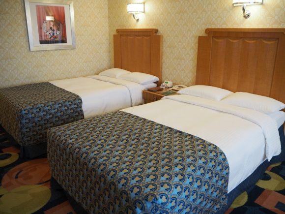 アンバサダーホテル ベッド