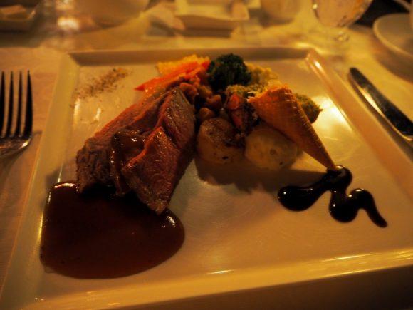 ブルーバイユーレストラン ローストビーフとオマール海老の香草パン粉焼