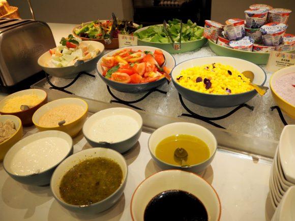 ワールドオブカラーレストラン サラダ