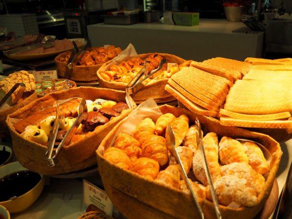 ワールドオブカラーレストラン パン