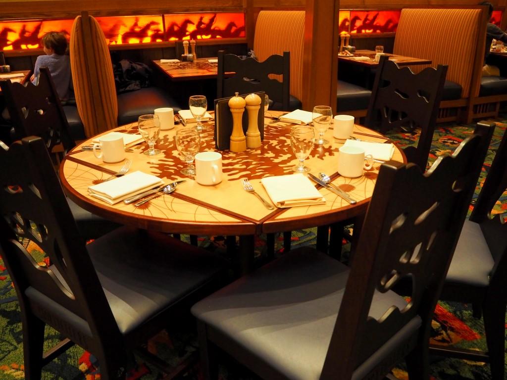 ストーリーテラーカフェ テーブル