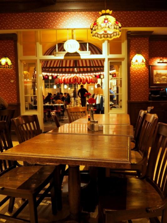カーネーションカフェ 店内