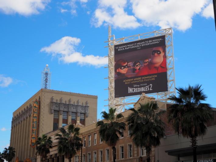 ハリウッド&ハイランド ミスターインクレディブルの看板