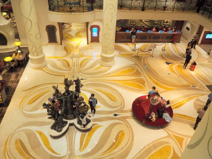 上海ディズニーランドホテル ロビー 夜