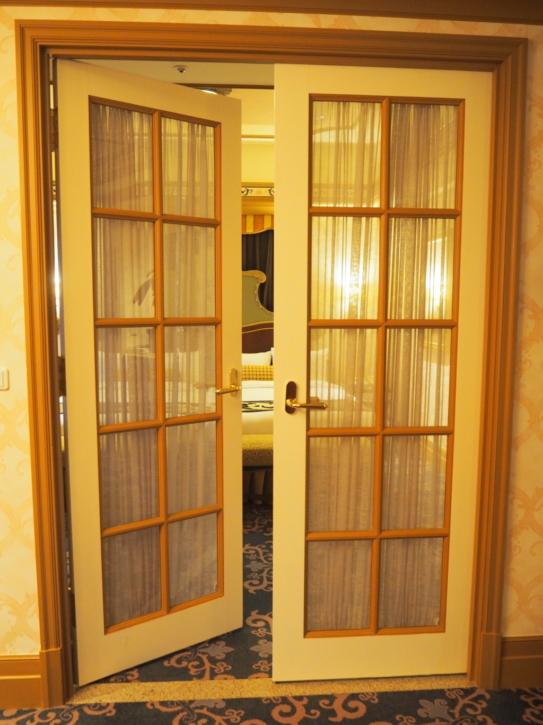 ミラコスタ・スイート ベッドルームへの扉