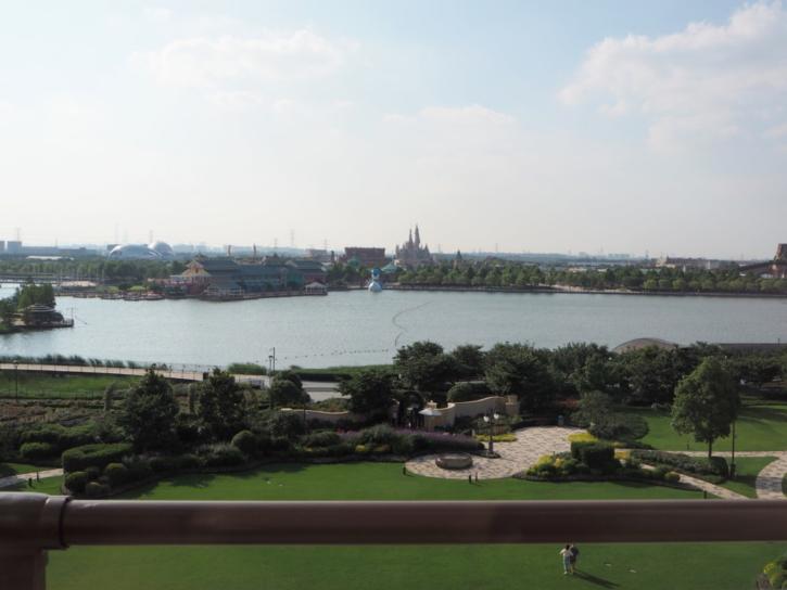 上海ディズニーランドホテル ラウンジ 眺め