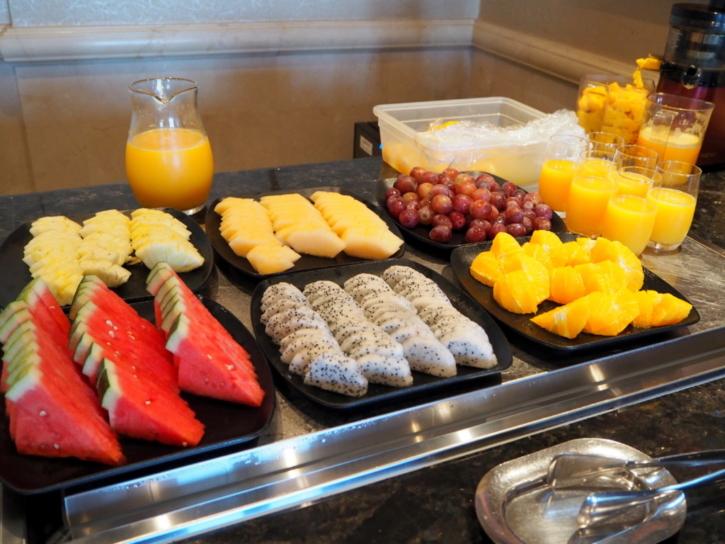 上海ディズニーランドホテル ラウンジ 朝食フルーツ