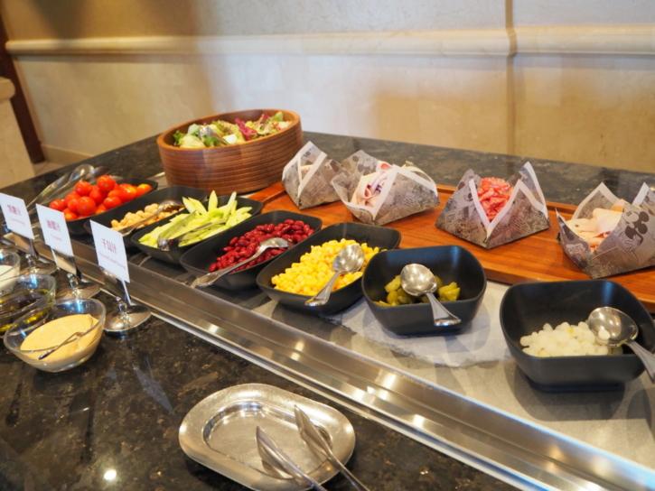上海ディズニーランドホテル ラウンジ サラダ