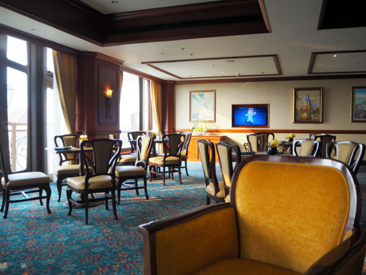 上海ディズニーランドホテル ラウンジ モニター