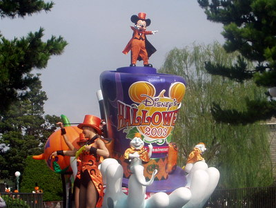 Disney's Halloween Parade 2003_ミッキー遠景